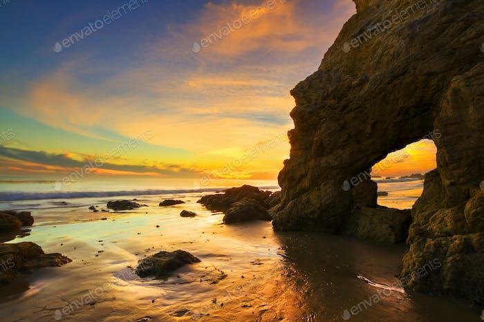 Schöner Sonnenuntergang am Strand El Matador Malibu Kalifornien