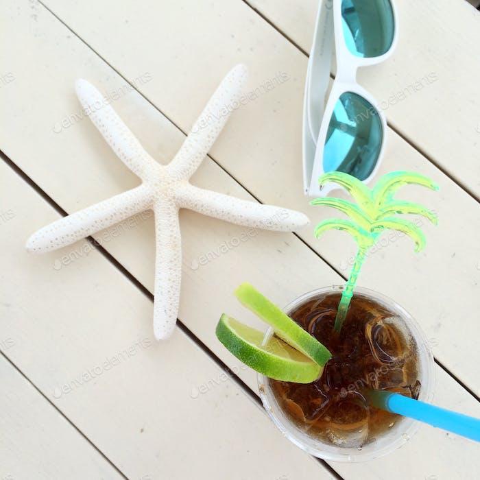Muscheln und sterne, weiß schäbigen Hintergrund von Holzbrettern Sommer Meer Strand Urlaub iphoneography