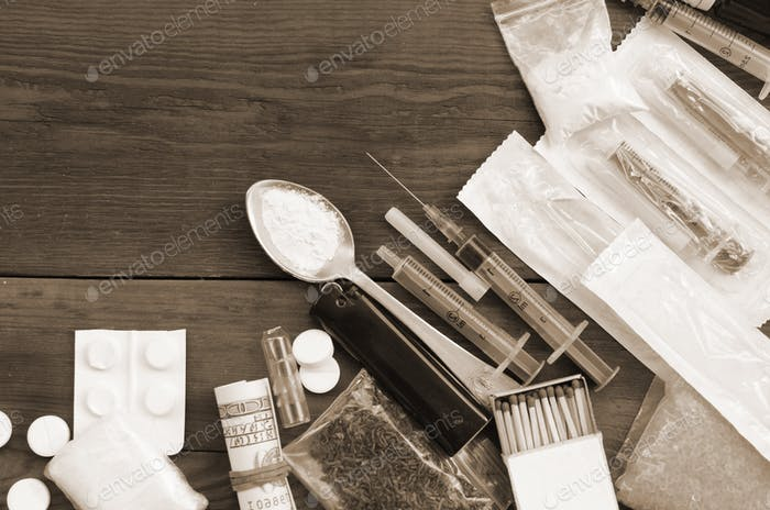 A lot of narcotic substances and devices for the preparation of