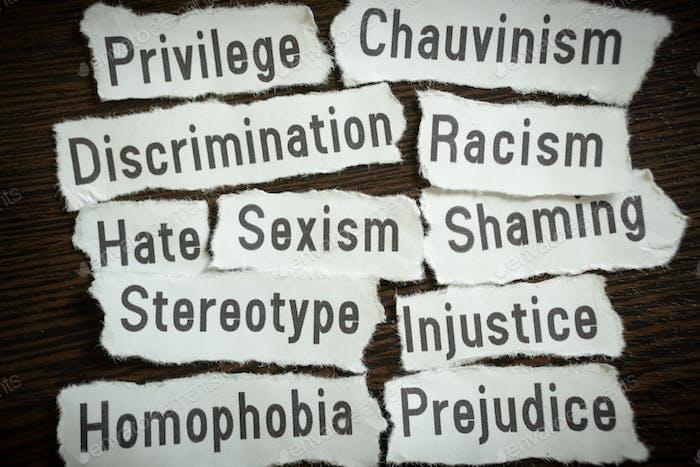 Sexismo, Racismo, Discriminación - Trozos de papel