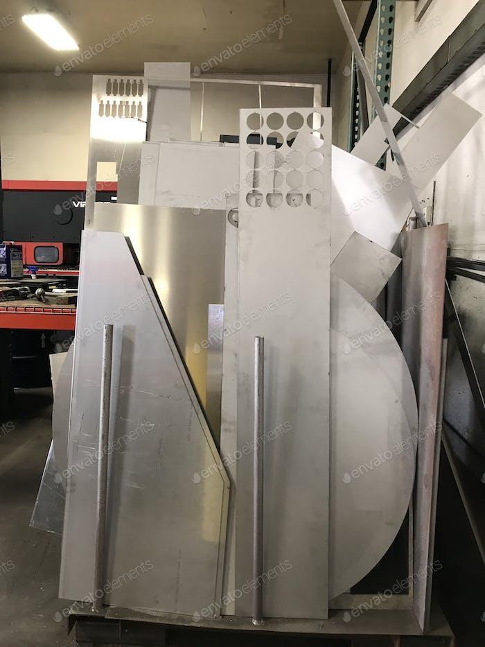 Ersatzteile aus Metall im Werk