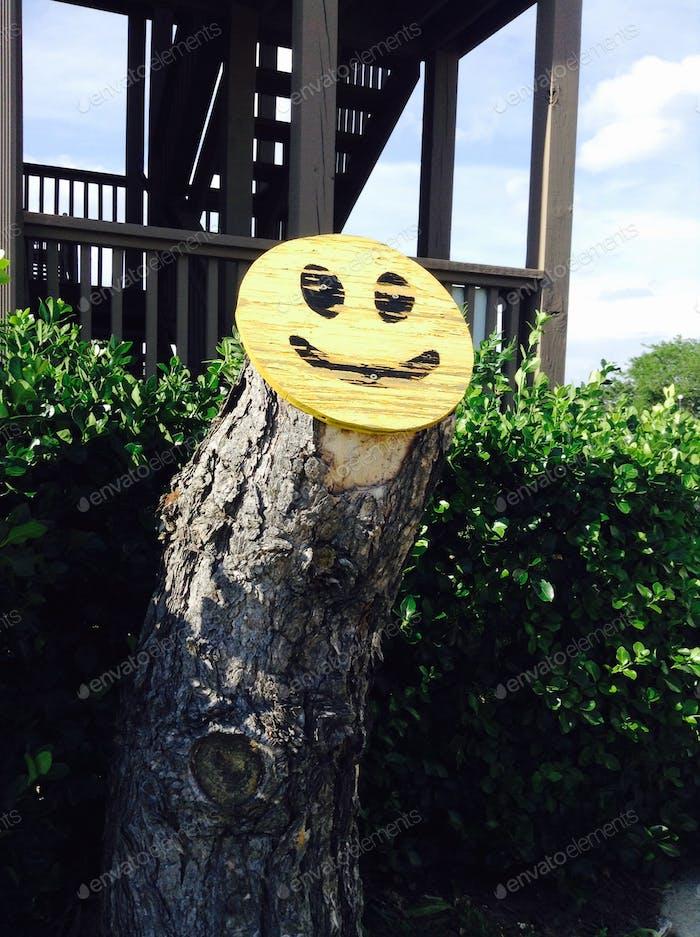 Sogar Bäume können lächeln.