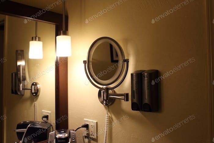 Habitación del hotel y cuarto de baño
