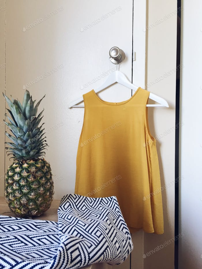 Pineapple outfit match.