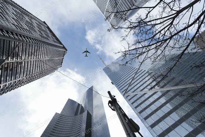 Sky High Airline Reisen über die Stadt