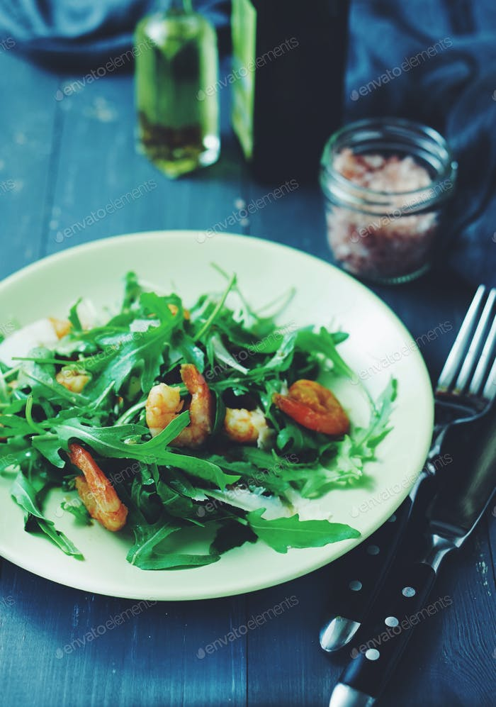arugula and shrimp salad