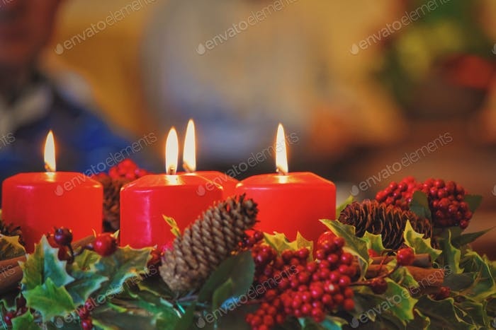 Adventskrone mit Kerzen