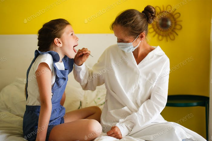 a nurse examines the throat of a girl's child at home, calling a doctor at home, patronage.