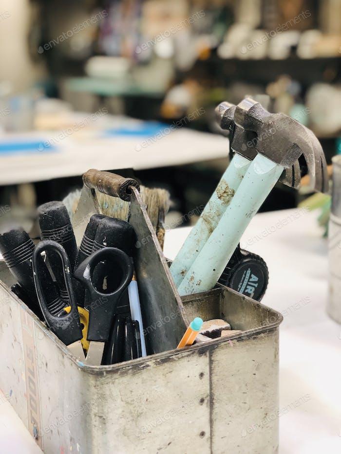 Ремесла и DIY - инструменты для крафта и деревообработки в местном ремесленном магазине
