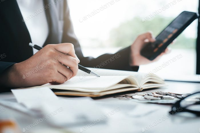 Accountant calculate the cash bill.