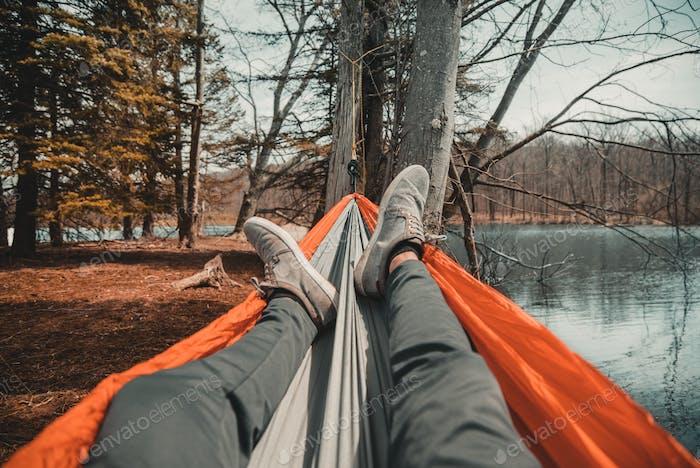 Relajarse en una hamaca