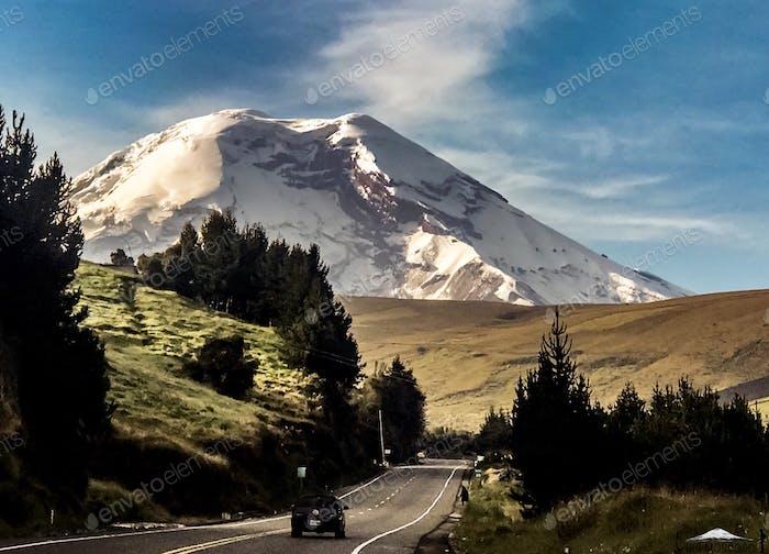 Camino a la montaña. Camino a la montaña. Ecuador.