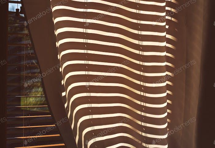 Jogo de sombra em uma cortina