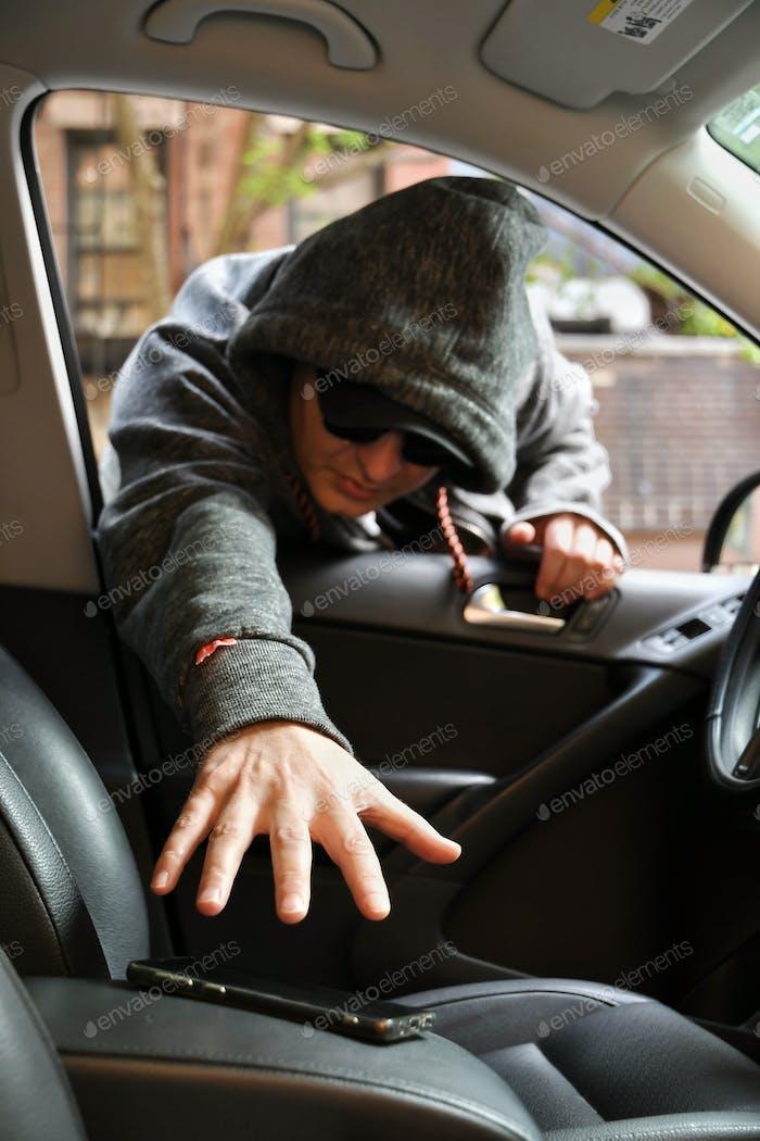 Diebstahl aus dem Auto