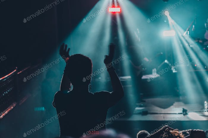Clapping in a concert