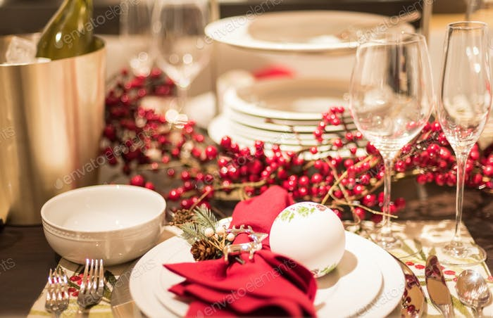 Table set with pretty dishes and berry garland for holiday entertaining   ✨Nominated✨ 💲