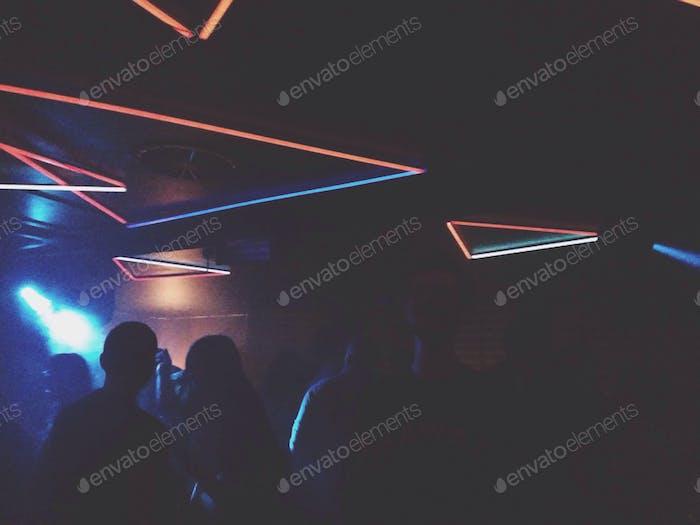 Innenansicht des Nachtclubs mit Lichtern