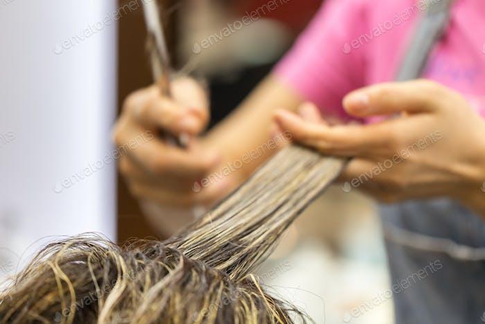 Haarschnitt im Salon