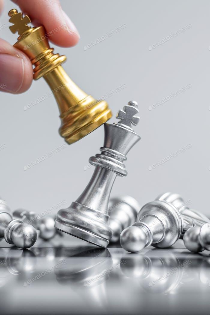 Figura de ajedrez en Ajedrez. Estrategia, gestión, planificación empresarial, táctica y concepto de líder
