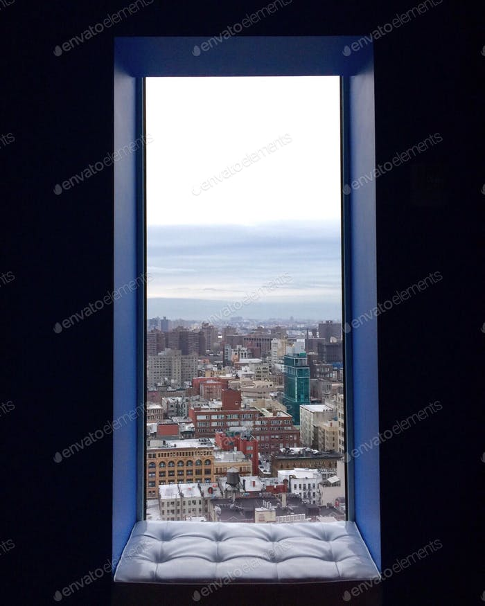 Blick aus einem Fenster aus einem Hotel in der Innenstadt von New York.
