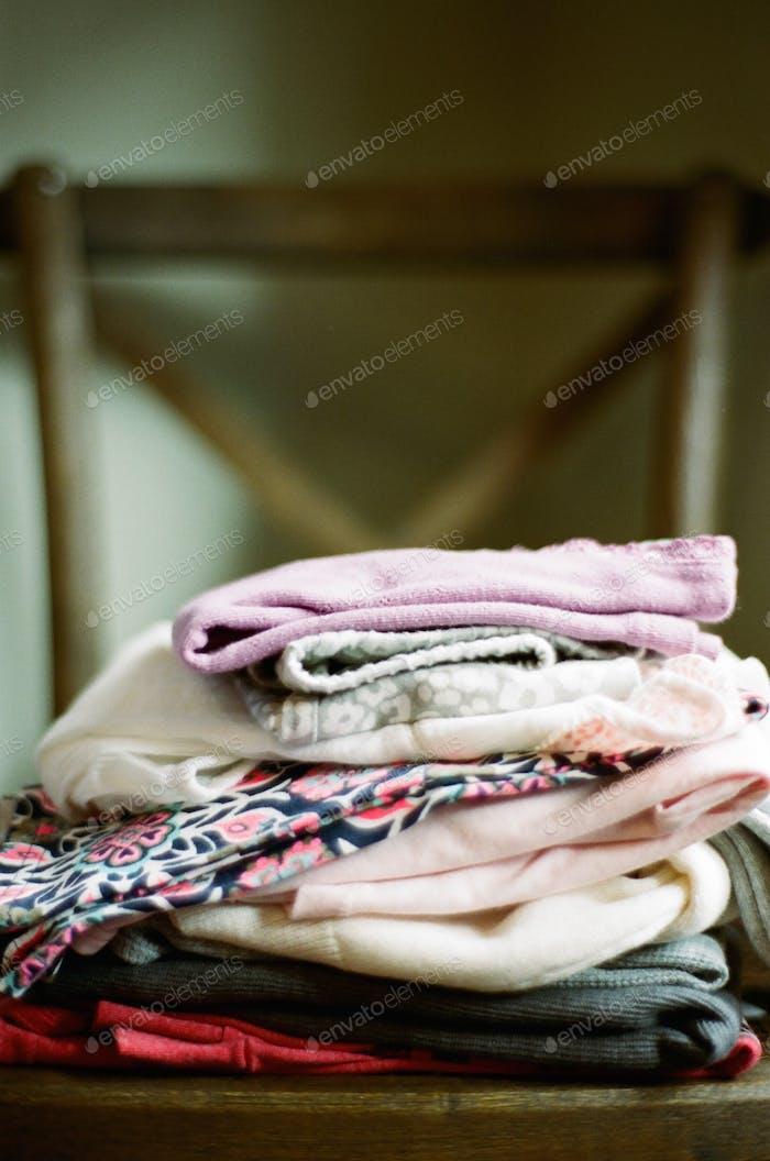 Gefaltete Kleidung