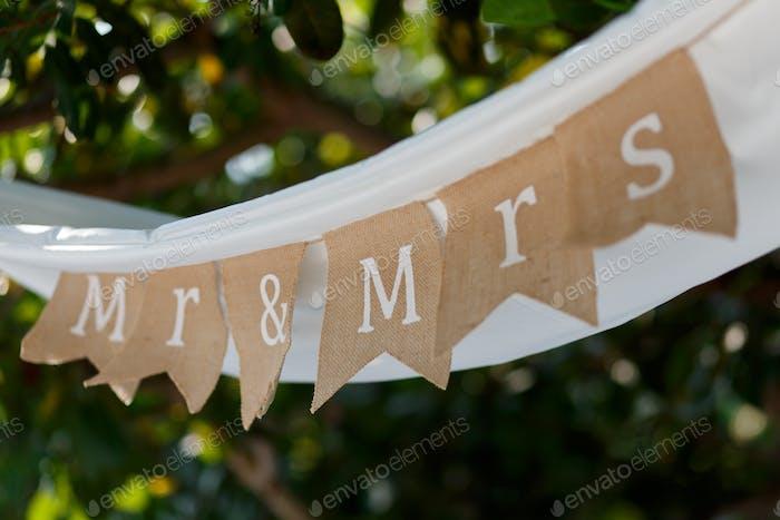 Rustikale Hochzeits-Flaggen mit Mr. & Mrs. Letters