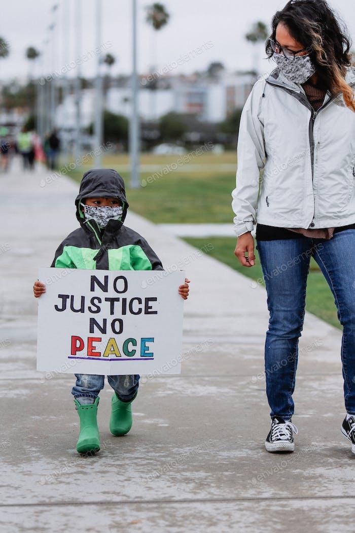 Diverso activismo pacífico disturbios civiles minoritarios marginados protesta cambio de justicia social injusticia