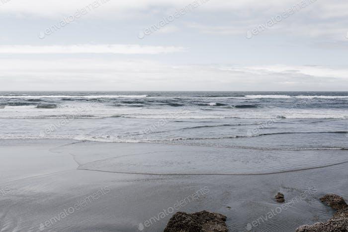 Der Pazifik an einem bewölkten Tag