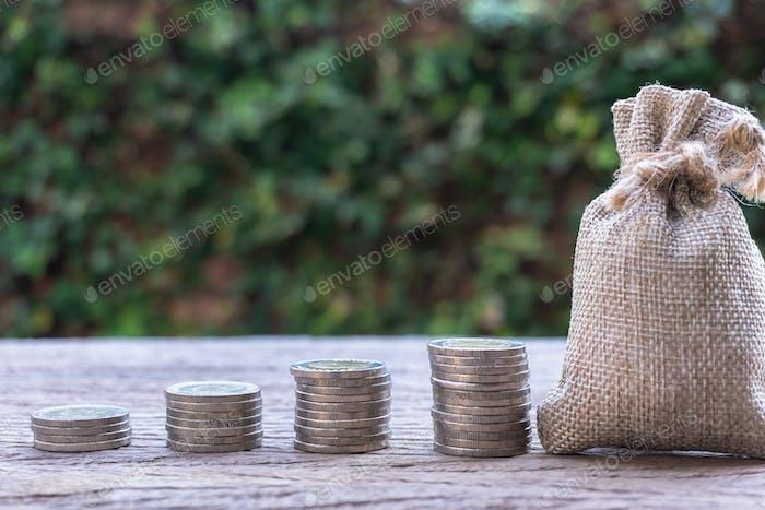 Ahorro de dinero, inversión, ganar dinero para el futuro, concepto de gestión de patrimonio financiero