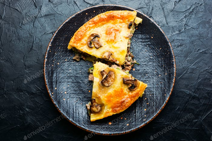 Meat pie with champignon