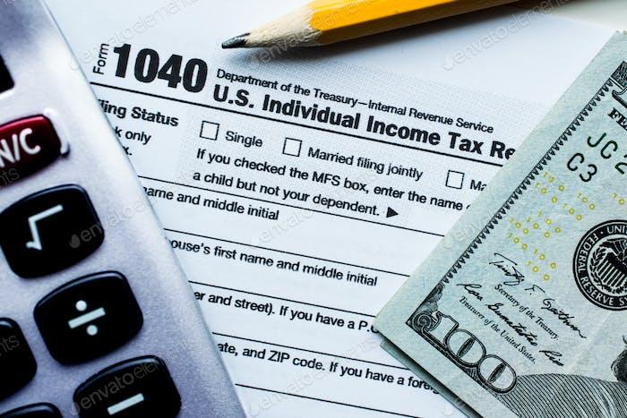 Calculadora, impuestos de presentación, devolución de dinero, lápiz