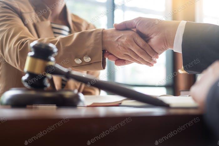 abogado en el cargo