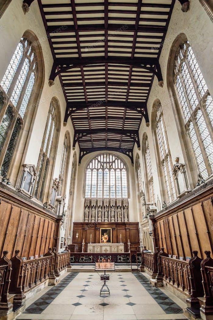 Das Innere einer katholischen Kirche
