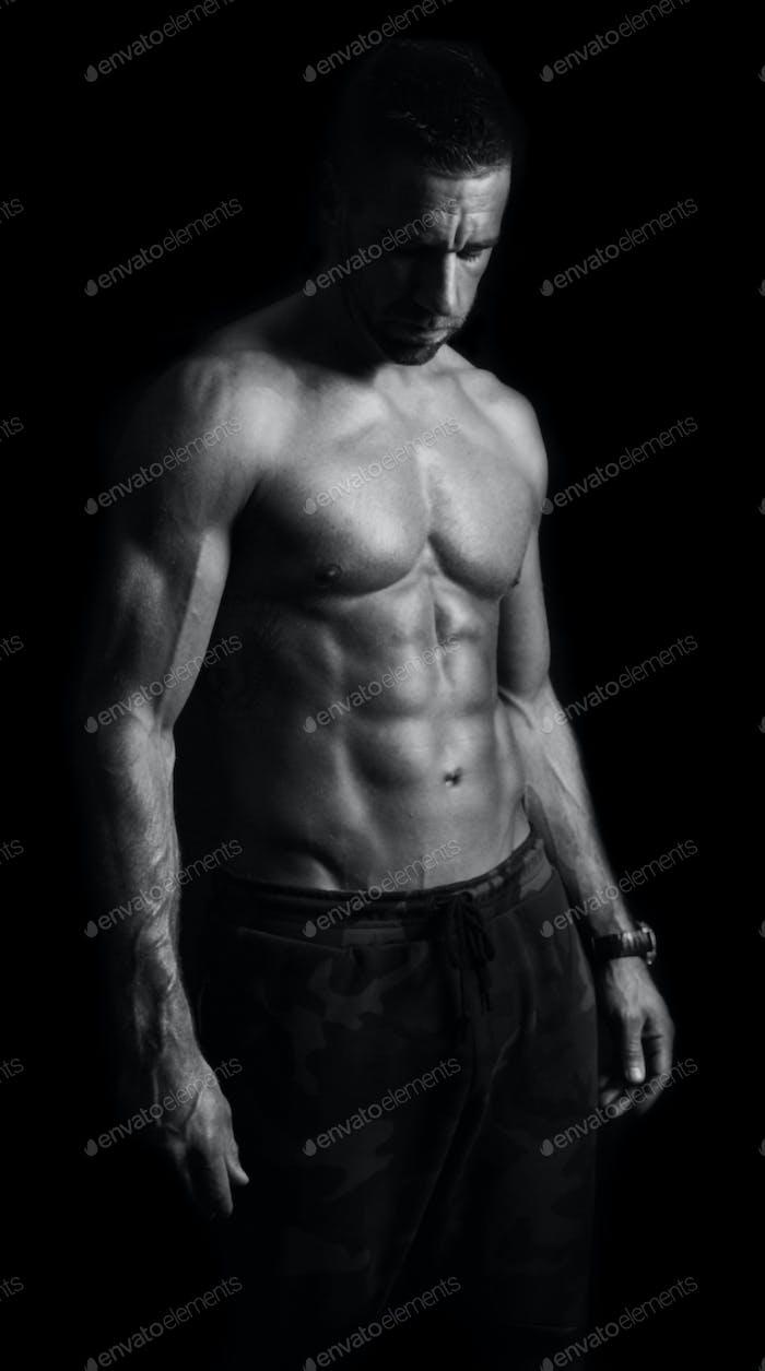 Мускулистый человек