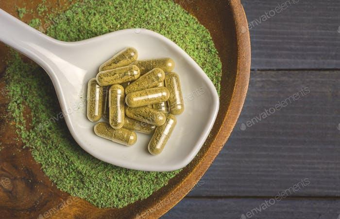 Mitragina Speciosa Kratom capsules and powder