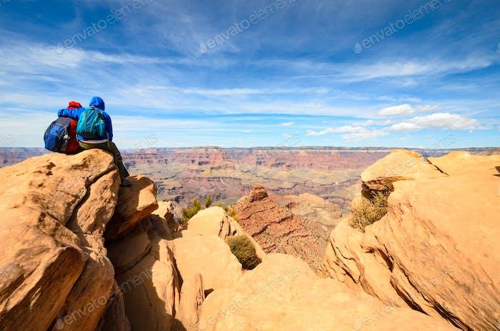 Blau und Rot in Harmonie - Paar Abenteuer im Grand Canyon