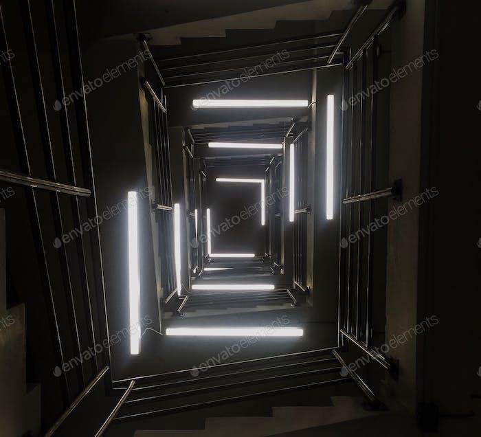 Entra a la luz.
