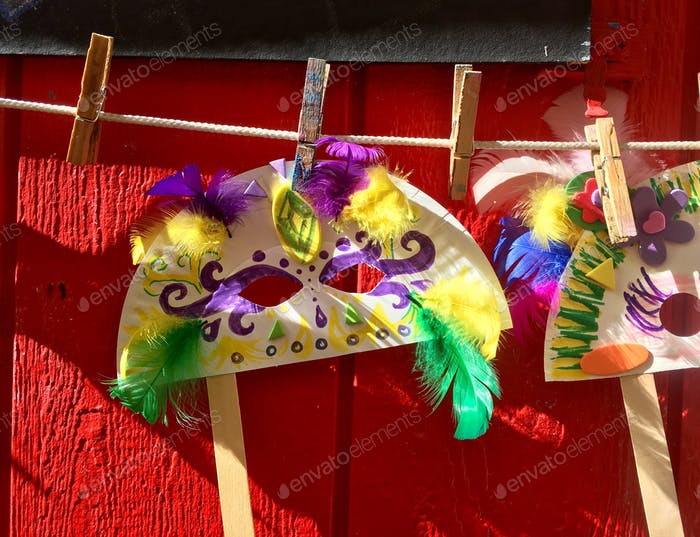 Mardi Gras Maske von Kind im Kunsthandwerk