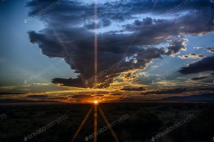 Ich beobachte nur den Sonnenstern, der sich über den Horizont erstreckt.  💛