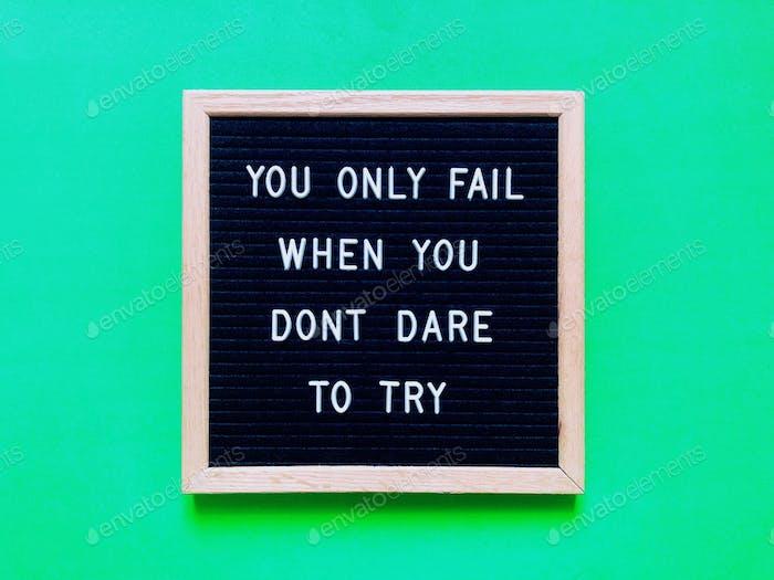 Motivierendes Zitat über Erfolg und Mut, deinen Träumen zu folgen