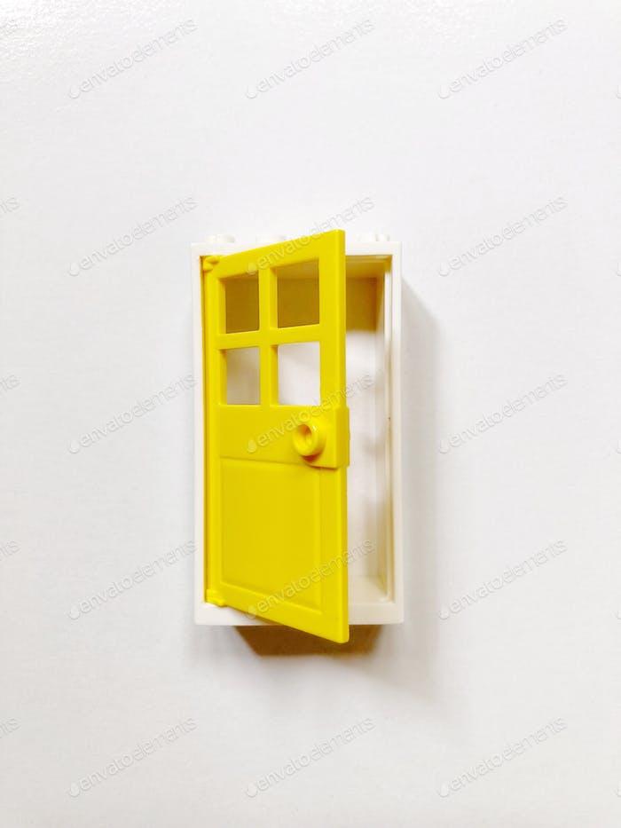 An open yellow door 🚪