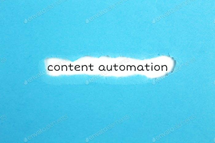 ein zerrissenes Papier mit Automatisierung von Inschrifteninhalt auf blauem Hintergrund