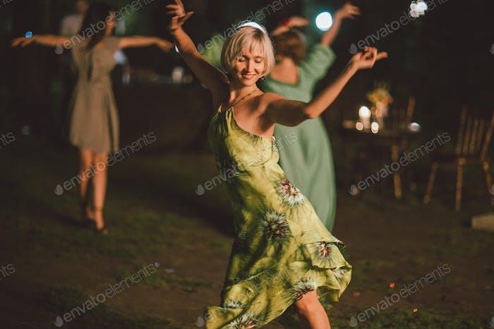 Chica bailarina, vida nocturna, discoteca, latina