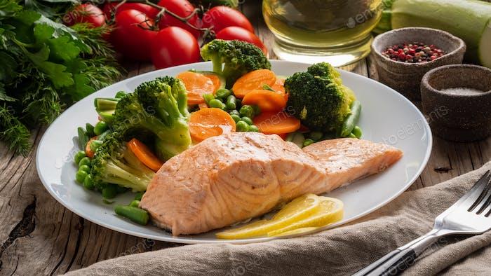 Steam salmon and vegetables, Paleo, keto, fodmap diet
