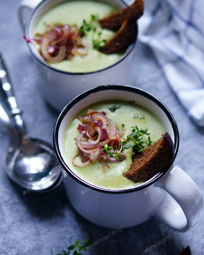 Pea soup with garlic croutons