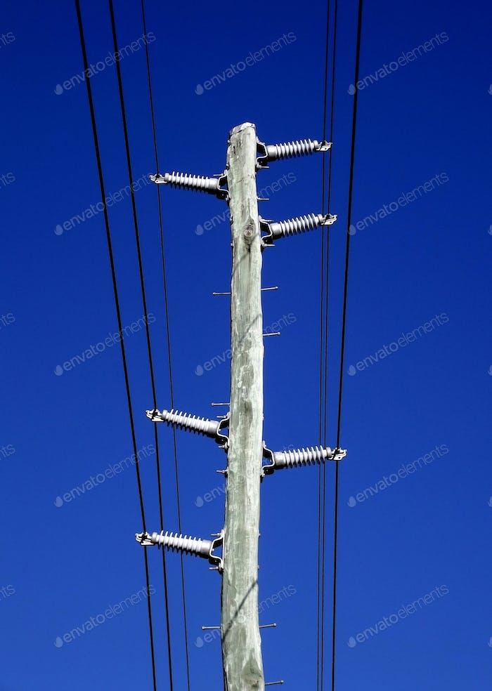 Power Pol und elektrische Leitungen