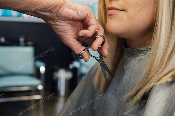 Gesichtsrahmung Haarschnitt