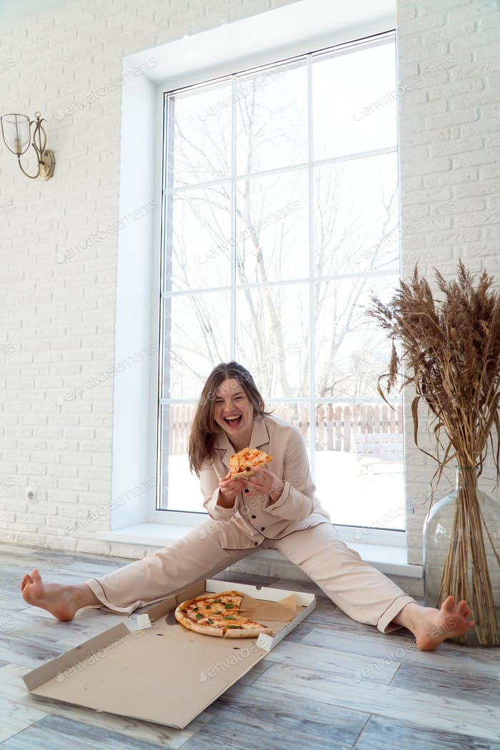 woman end pizza