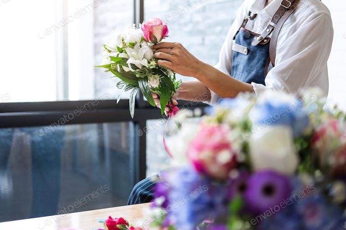 Arranging artificial flowers vest decoration at home