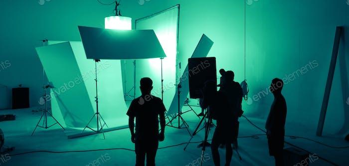 Shooting Studio für Fotograf und Kreativ-Art Director mit Produktions-Crew-Team Aufbau ligh